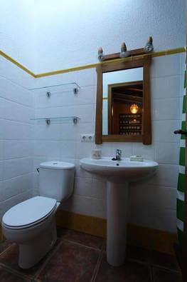 Baño Arriba Casa Rural Cal Rull en Benirrama